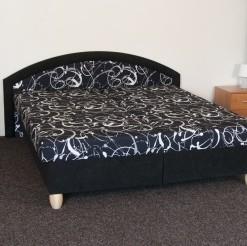 Čalouněná postel Damara
