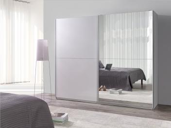 Bílá šatní skříň Darvin 24 s posuvnými dveřmi a zrcadlem